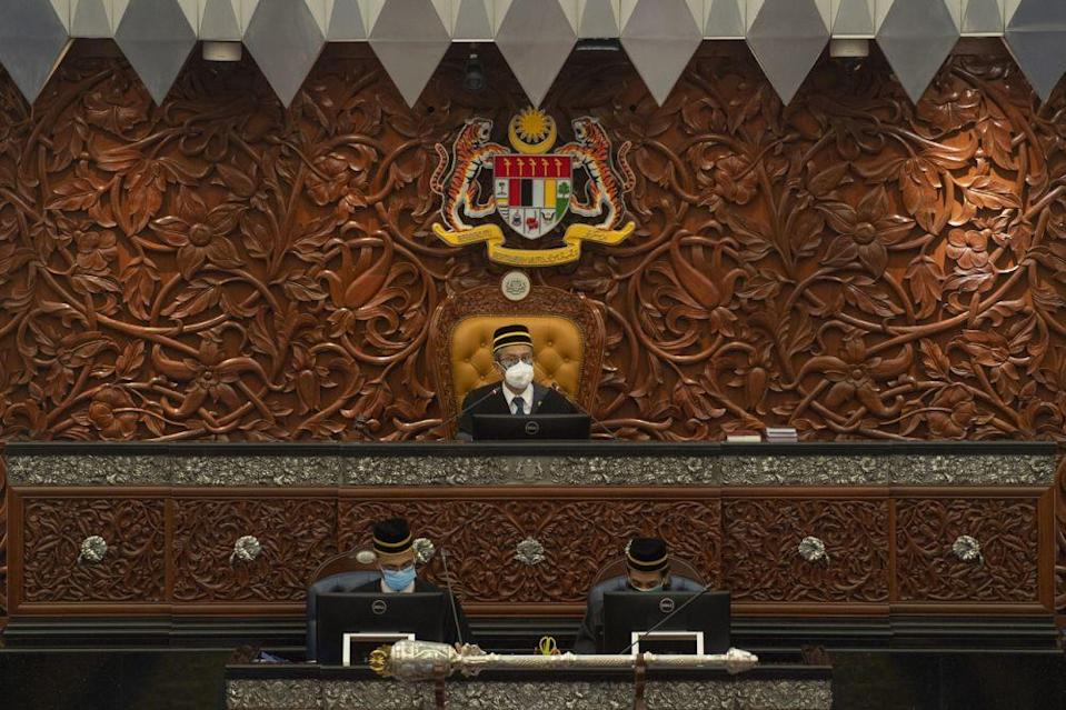 Azhar said provisions within the Parliamentary Standing Orders only accords him the power to add 15 more minutes to the day's session. — Bernama pic