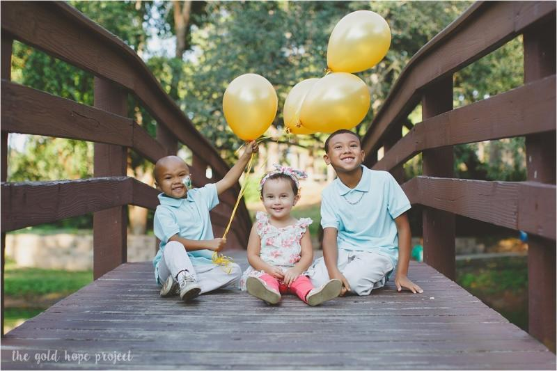 """It is our hope that the families we photograph have moments of joy and happiness during their photo session,"" Dawson told HuffPost. (The Gold Hope Project)"