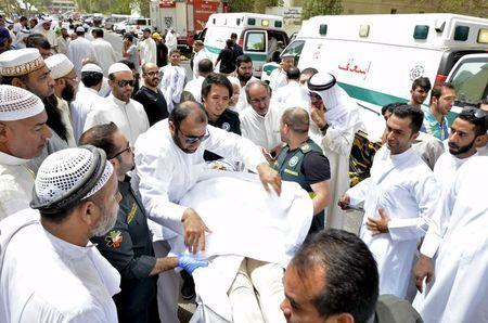 Paramedics rush a victim of a suicide bomb attack at Imam al-Sadeq Mosque, to the Amiri hospital in Al Sharq, Kuwait City, June 26, 2015. REUTERS/Stringer
