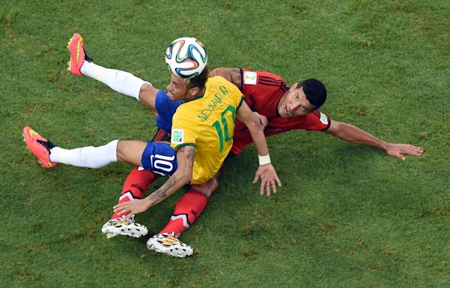 Brazil's Neymar, left, and Mexico's Francisco Rodriguez challenge for the ball during the group A World Cup soccer match between Brazil and Mexico at the Arena Castelao in Fortaleza, Brazil, Tuesday, June 17, 2014. (AP Photo/Francois Xavier Marit, pool)