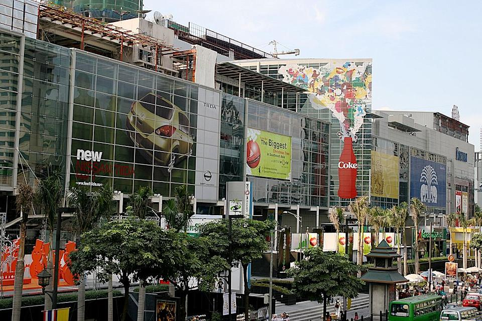 <p><b>5. Central World </b></p> <p>Bangkok, Thailand</p> <p>Gross Leasable Area (GLA): 429,500 sqm</p> <p>Photo: By User:Lerdsuwa (Own photo (400D + 18-55/3.5-4.5)) [GFDL (http://www.gnu.org/copyleft/fdl.html) or CC-BY-SA-3.0 (http://creativecommons.org/licenses/by-sa/3.0/)], via Wikimedia Commons</p>
