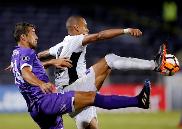 Soccer Football - Defensor Sporting v Monagas - Copa Libertadores - Luis Franzini Stadium, Montevideo, Uruguay - April 17, 2018. Defensor Sporting's Gonzalo Maulella and Monagas' Jhonder Cadiz. REUTERS/Andres Stapff