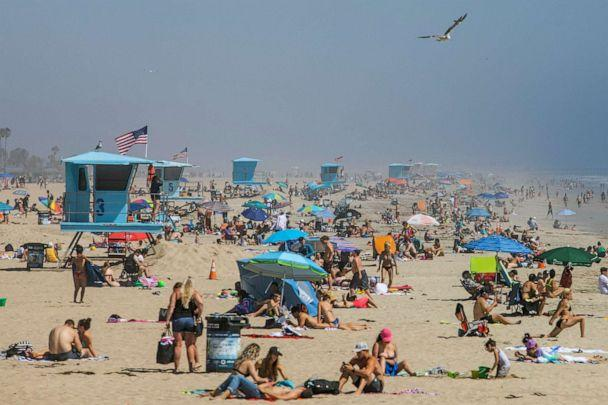 PHOTO: People enjoy the beach amid the novel coronavirus pandemic in Huntington Beach, Calif., April 25, 2020. (Apu Gomes/AFP via Getty Images)