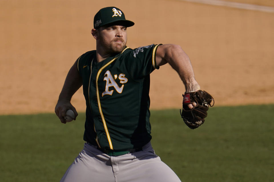 Liam Hendriks, the best reliever on MLB's free agent market, is signing with the ascendant Chicago White Sox.