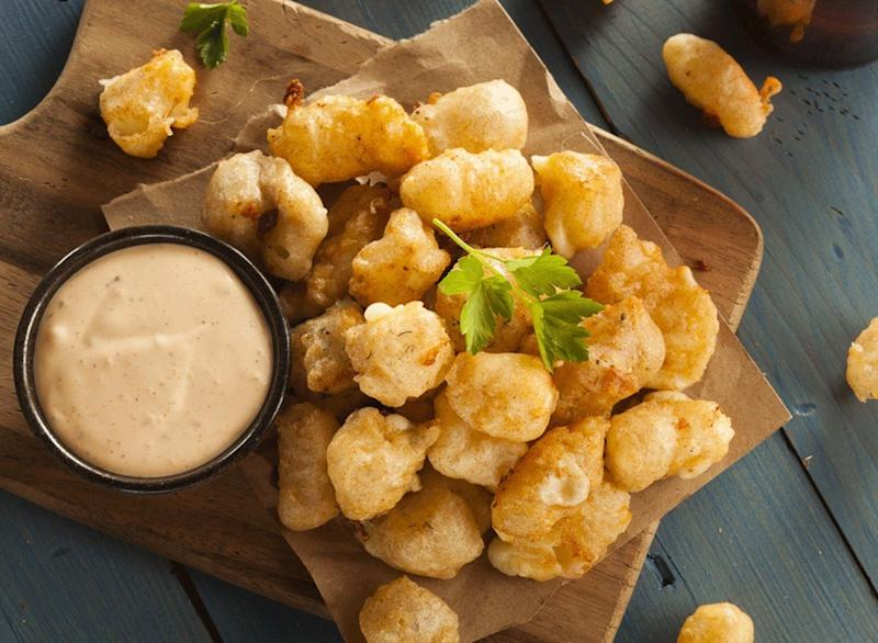 fried cheese curds with dip