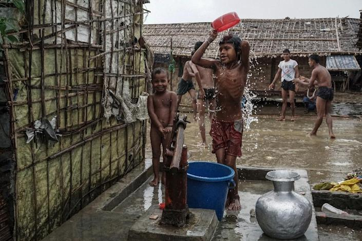 Children bathing at an Internally Displaced Persons (IDPs) camp in Sittwe, Rakhine State (AFP Photo/STR)