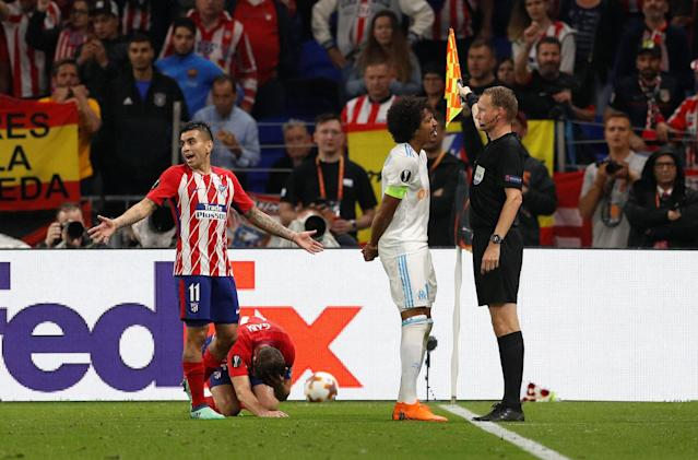 Soccer Football - Europa League Final - Olympique de Marseille vs Atletico Madrid - Groupama Stadium, Lyon, France - May 16, 2018 Marseille's Luiz Gustavo reacts to the assistant referee after a foul is awarded to Atletico Madrid REUTERS/John Sibley