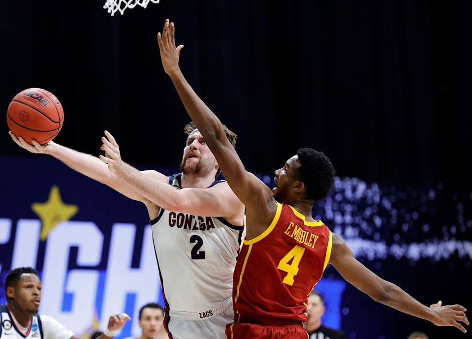 INDIANAPOLIS, INDIANA - MARCH 30: Drew Timme #2 of the Gonzaga Bulldogs shoots the ball against Evan Mobley #4 of the USC Trojans during the second half in the Elite Eight round game of the 2021 NCAA Men's Basketball Tournament at Lucas Oil Stadium on March 30, 2021 in Indianapolis, Indiana. (Photo by Tim Nwachukwu/Getty Images) ORG XMIT: 775630332 ORIG FILE ID: 1310012346