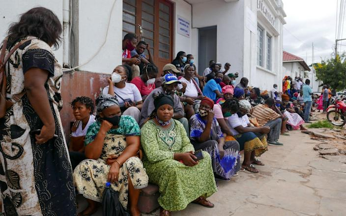 People are waiting for the arrival of a ship from the Palma district in Pemba, Mozambique, with those fleeing rebel attacks-LUIS MIGUEL FONSECA / EPA-EFE / Shutterstock & # xa0;