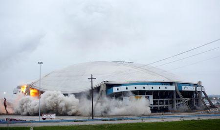 Texas Stadium, former home of the Dallas Cowboys, is demolished in Irving, Texas, April 11, 2010.   REUTERS/Mike Stone