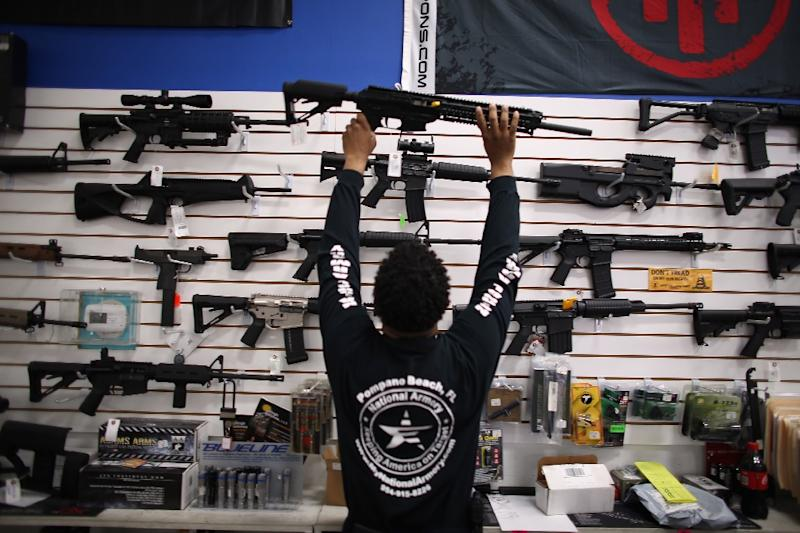 2015 should set a new record in gun sales in the United States, according to data from the FBI, which conducts background checks on such purchases (AFP Photo/Joe Raedle)