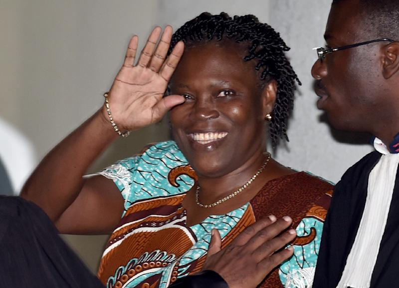 Former first lady Simone Gbagbo waves as she arrives at the Court of Justice in Abidjan, Ivory Coast on February 23, 2015 (AFP Photo/Issouf Sanogo)
