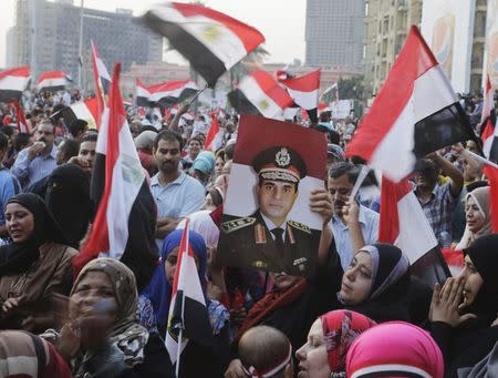 Egyptians chant slogans in Tahrir square as they arrive to celebrate former Egyptian army chief Abdel Fattah al-Sisi's victory in presidential vote in Cairo