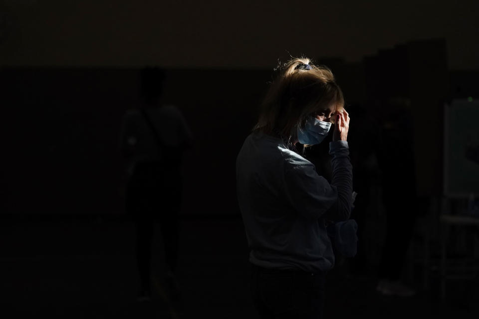 A poll worker waits for voters at a polling place on Election Day, Tuesday, Nov. 3, 2020, in Las Vegas. (AP Photo/John Locher)