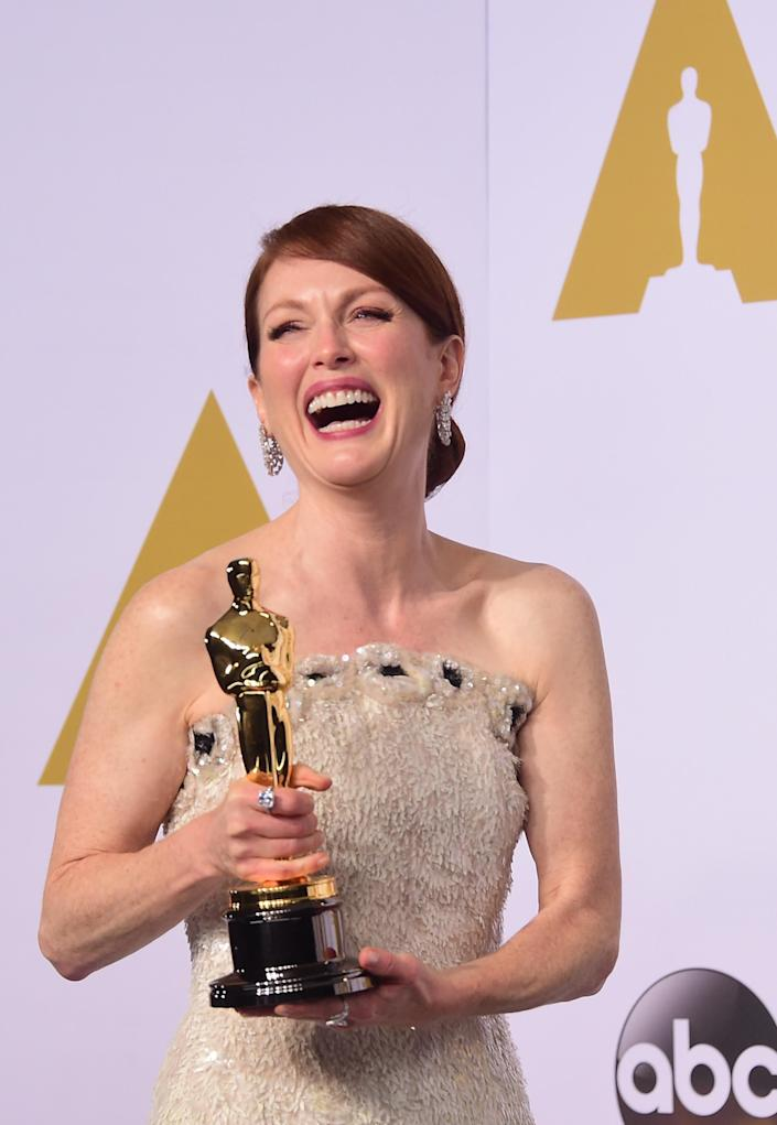 """Actress Julianne Moore, winner for the Best Actress in a Leading Role Award for """"Still Alice"""" arrives in the press room during the 87th Oscars on February 22, 2015 in Hollywood, California (AFP Photo/Frederic J. Brown )"""