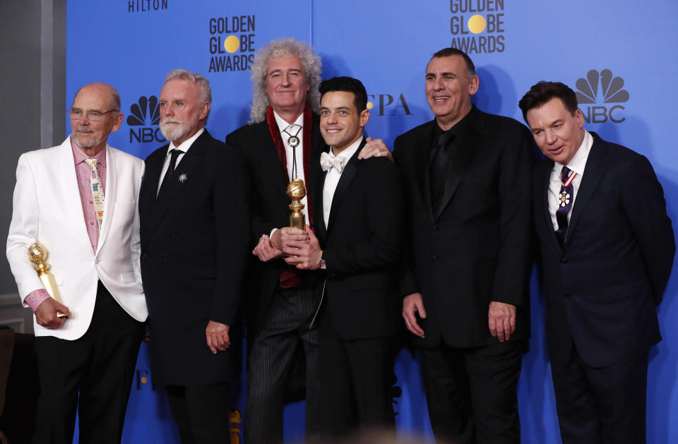 """(L-R) Jim Beach, Roger Taylor, Brian May, Rami Malek with his Best Performance by an Actor in a Motion Picture – Drama, Graham King and Mike Myers pose backstage with their Best Motion Picture – Drama for """"Bohemian Rhapsody"""" REUTERS/Mario Anzuoni"""