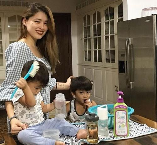 Kylie with sons Alas Joaquin and Axl Romeo