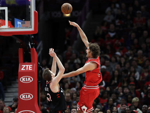 "Bulls center <a class=""link rapid-noclick-resp"" href=""/nba/players/4477/"" data-ylk=""slk:Robin Lopez"">Robin Lopez</a> (right) shoots against Raptors center <a class=""link rapid-noclick-resp"" href=""/nba/players/5640/"" data-ylk=""slk:Jakob Poeltl"">Jakob Poeltl</a>. (AP)"