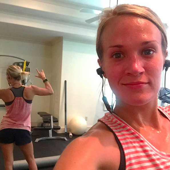 <p>This country singer isn't afraid to sweat, and she wants everybody to know it. We love her <i>real</i> no makeup photo. (Photo: Instagram)</p>
