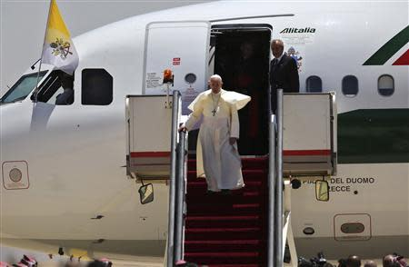 Pope Francis steps off his plane upon arrival at Queen Alia International Airport in Amman May 24, 2014. REUTERS/Muhammad Hamed