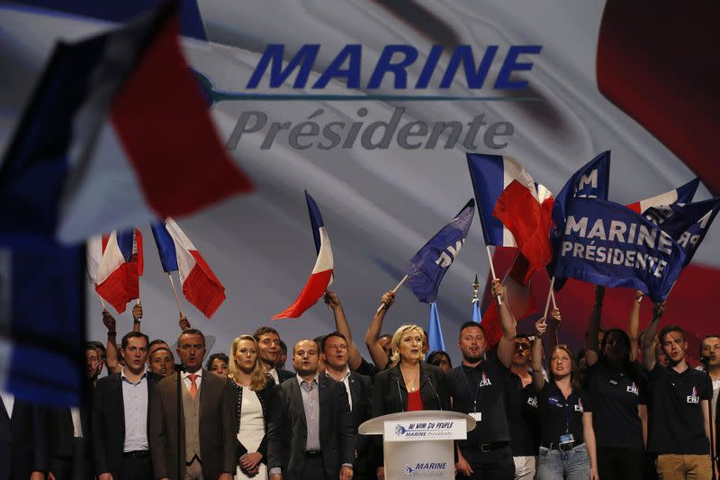 "A MARSEILLE, MARINE LE PEN APPELLE À L'""INSURRECTION NATIONALE"""
