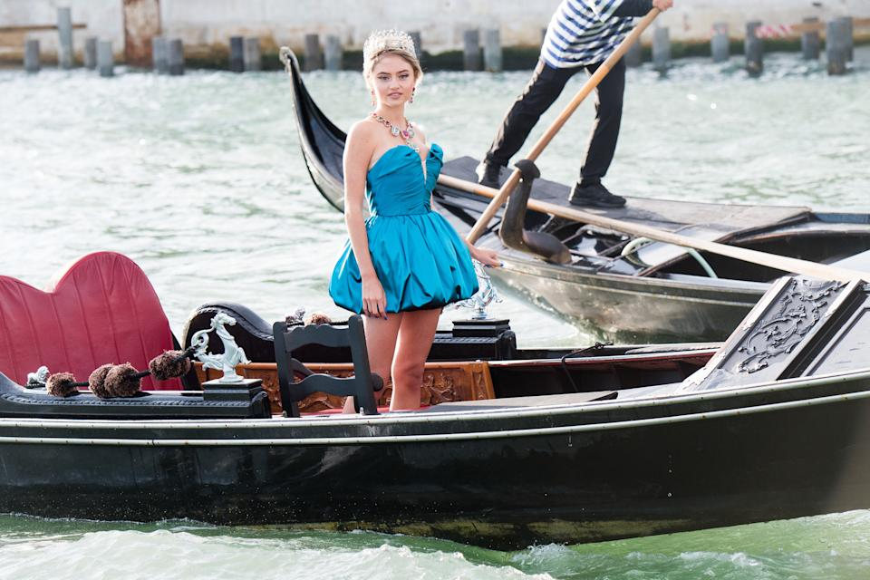 Leni Klum is seen on a gondola during the Dolce&Gabbana Alta Moda show on August 29, 2021 in Venice, Italy. (Photo by Jacopo Raule/Getty Images)