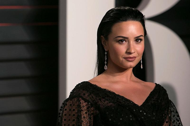 Demi Lovato posted side-by-side pics to show the progress she's made in her eating disorder recovery process