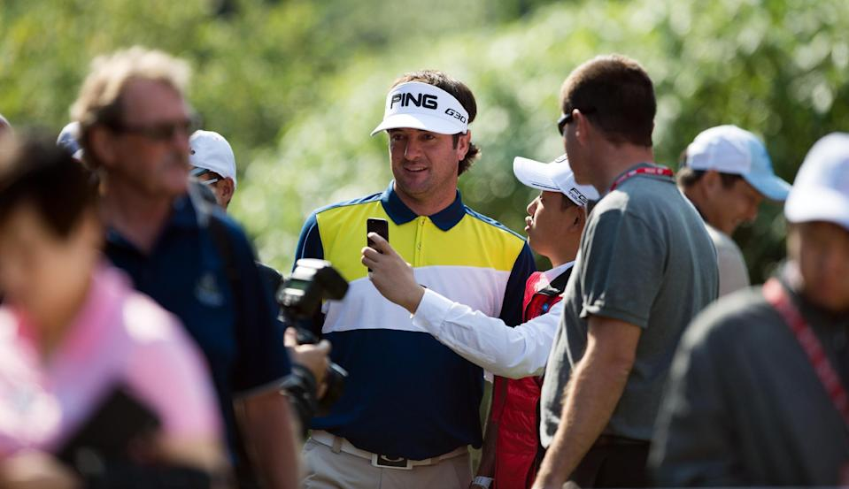 Bubba Watson poses for photos with fans during the Pro-Am event for the WGC-HSBC Champions golf tournament in Shanghai, on November 5, 2014 (AFP Photo/Johannes Eisele)