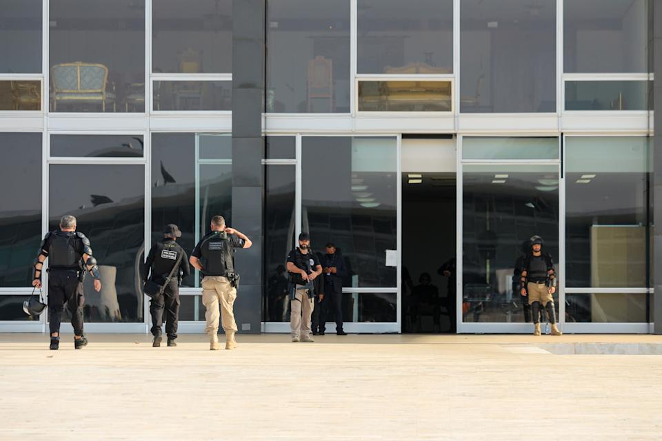 Policemen armed with rifles protect the Superior Court of Justice - STF in Brasilia, Brazil, on September 6, 2021. Supporters of far-right Preisdent Jair Bolsonaro will protest to show their support for his attacks on the country's Supreme Court.  (Photo by Luiz Souza/NurPhoto via Getty Images)