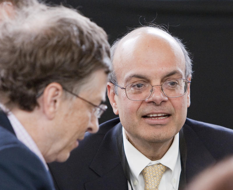 Ajit Jain, right, head of the Berkshire Hathaway Reinsurance Group, plays bridge with Microsoft co-founder Bill Gates, a director of Berkshire, at the annual Berkshire Hathaway shareholders meeting in Omaha, Neb., Sunday, May 3, 2009. (AP Photo/Nati Harnik)