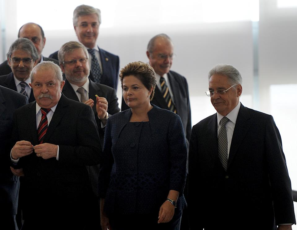 Brazilian President Dilma Rousseff (C), former presidents Luiz Inacio Lula da Silva (L), Fernando Henrique Cardoso (R), Jose Sarney (2-R) and Fernando Collor (back), and other authorities arrive at Planalto Palace, in Brasilia, on May 16, 2012 to attend the inauguration ceremony of the National Commission of Truth that will investigate crimes and human rights violations committed during the Brazilian military dictatorship (1964-1984).  AFP PHOTO/Pedro LADEIRA        (Photo credit should read PEDRO LADEIRA/AFP/GettyImages)