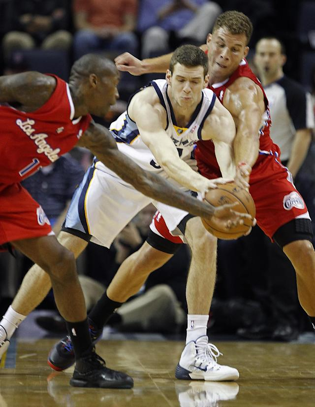 Memphis Grizzlies forward Jon Leuer, center, tries to hold onto a ball between Los Angeles Clippers guard Jamal Crawford, left, and forward Blake Griffin in the first half of an NBA basketball game on Thursday, Dec. 5, 2013, in Memphis, Tenn. (AP Photo/Lance Murphey)