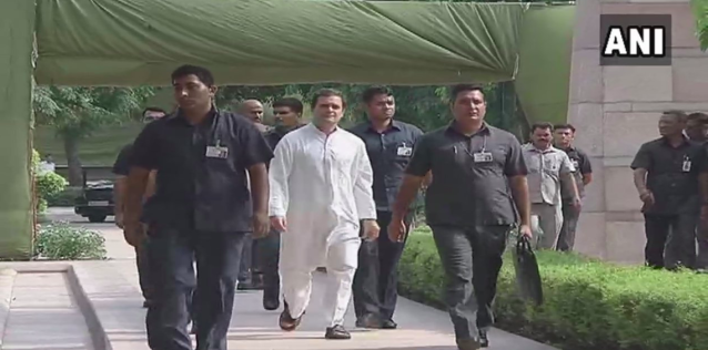 <p>Congress president Rahul Gandhi at Smriti Sthal for the funeral of Vajpayee. </p>
