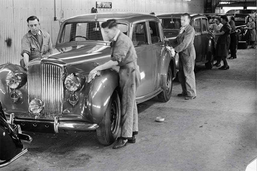 Old-Bentley-Crewe-assembly-line