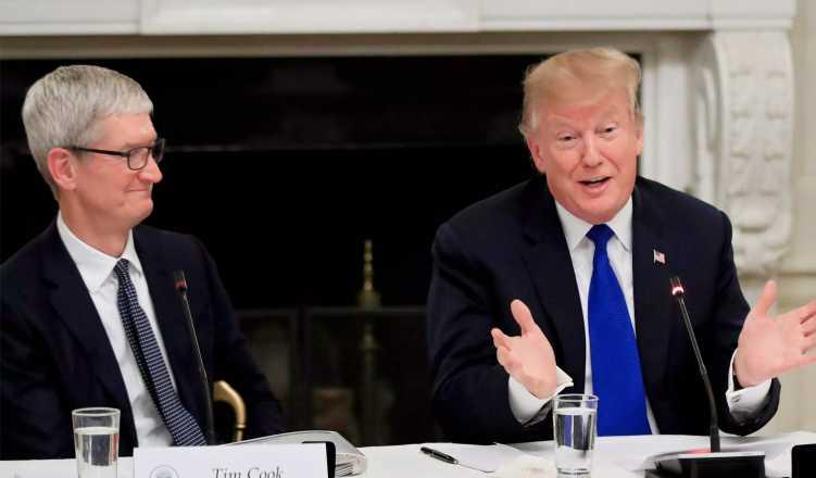 US President Trump tweets about dinner with Tim Cook
