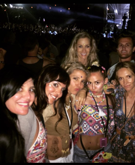 A photo of Elsa Pataky with Miley Cyrus at Falls Festival in January 2016.