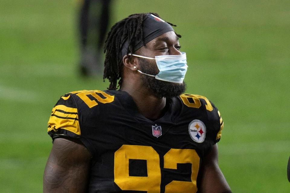 """<p>And while wearing a mask amid COVID-19 might not be so comfortable in the middle of a game, the NFL <a href=""""https://go.redirectingat.com?id=74968X1596630&url=https%3A%2F%2Fwww.nfl.com%2Fnews%2Fnfl-memo-asks-players-to-wear-masks-on-sidelines-locker-room-as-part-of-protocol&sref=https%3A%2F%2Fwww.redbookmag.com%2Flife%2Fg35337389%2Frules-nfl-players-follow%2F"""" rel=""""nofollow noopener"""" target=""""_blank"""" data-ylk=""""slk:strongly encourages"""" class=""""link rapid-noclick-resp"""">strongly encourages </a>its players to wear them. </p>"""