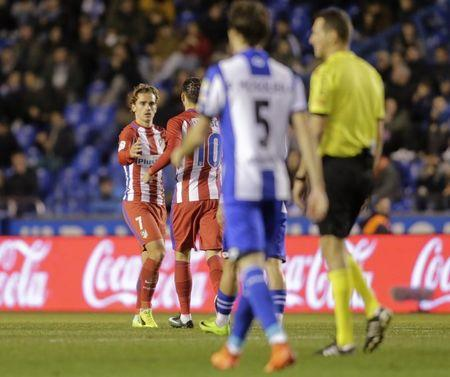 Football Soccer - Deportivo Coruna v Atletico Madrid - Spanish La Liga Santander - Riazor Stadium, A Coruna, Spain,  2/3/17  Atletico Madrid's Antoine Griezmann (L) is congratulated by team mate Yannick Ferreira-Carrasco after scoring a goal.    REUTERS/Miguel Vidal