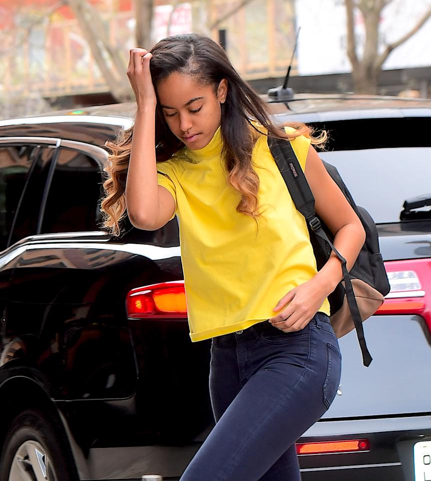 <p>The former first daughter looked spring ready in a vibrant yellow top, with dark coloured skinny jeans and backpack. <i>(Photo via Splash News)</i> </p>