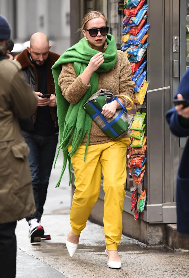 <p>Accent your scarf with another accessory, like a colorblock purse, and complete with bright pants and pumps to polish off the look. Position your scarf evenly around your shoulders then swing one side towards the back to achieve this look.</p>