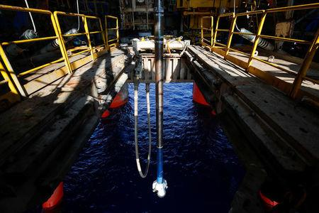 A drill bit hangs over the water at JDC Hakuryu-5 deep water drilling platform in the South China Sea off the coast of Vung Tau, Vietnam April 29, 2018. REUTERS/Maxim Shemetov/Files