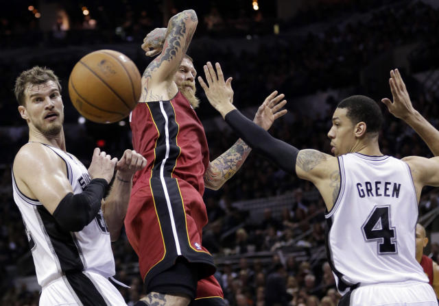 From left, San Antonio Spurs center Tiago Splitter, Miami Heat forward Chris Andersen and guard Danny Green lose the ball during the first half in Game 1 of the NBA basketball finals on Thursday, June 5, 2014, in San Antonio. (AP Photo/Eric Gay)
