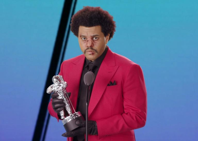 """Canadian singer-songwriter The Weeknd accepting the award for Best R&B for """"Blinding Lights"""" during the 2020 MTV Video Music Awards"""
