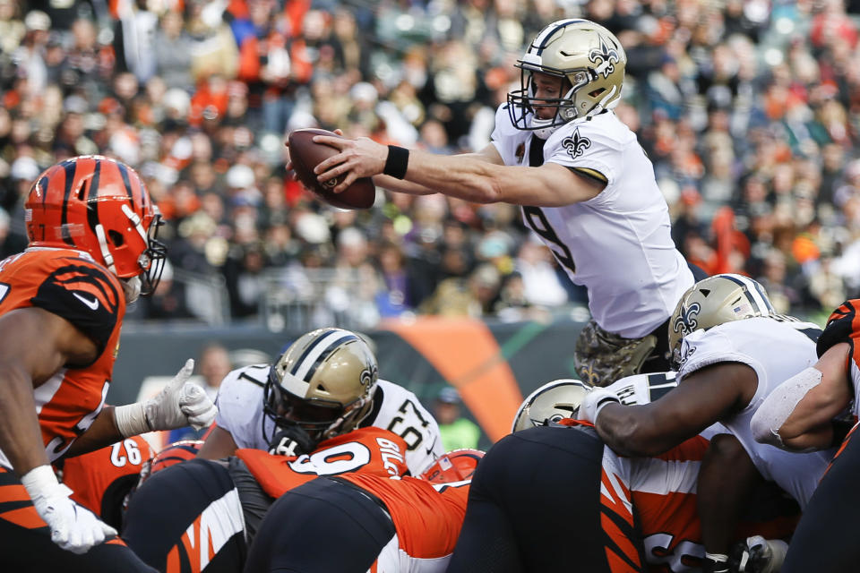 New Orleans Saints quarterback Drew Brees (9) dives in for a touchdown in the first half of an NFL football game against the Cincinnati Bengals, Sunday, Nov. 11, 2018, in Cincinnati. (AP Photo/Frank Victores)