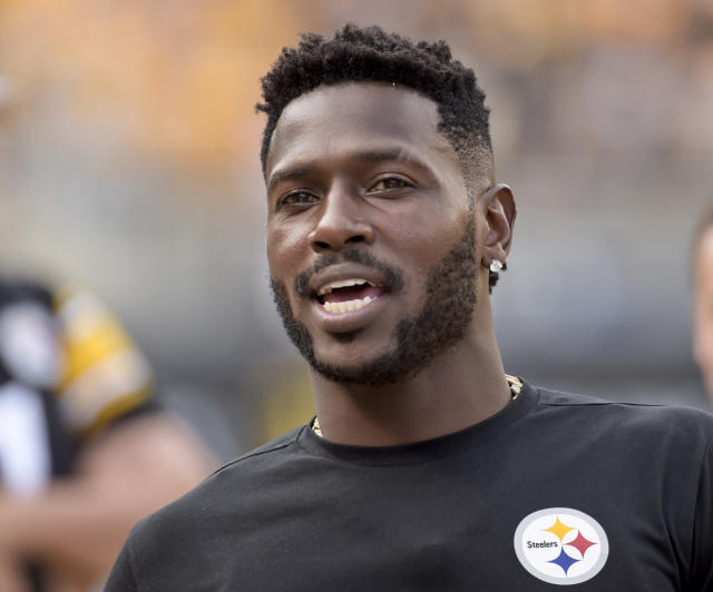 """Would the <a class=""""link rapid-noclick-resp"""" href=""""/nfl/teams/pit"""" data-ylk=""""slk:Steelers"""">Steelers</a> really trade <a class=""""link rapid-noclick-resp"""" href=""""/nfl/players/24171/"""" data-ylk=""""slk:Antonio Brown"""">Antonio Brown</a> to the Browns? (AP)"""