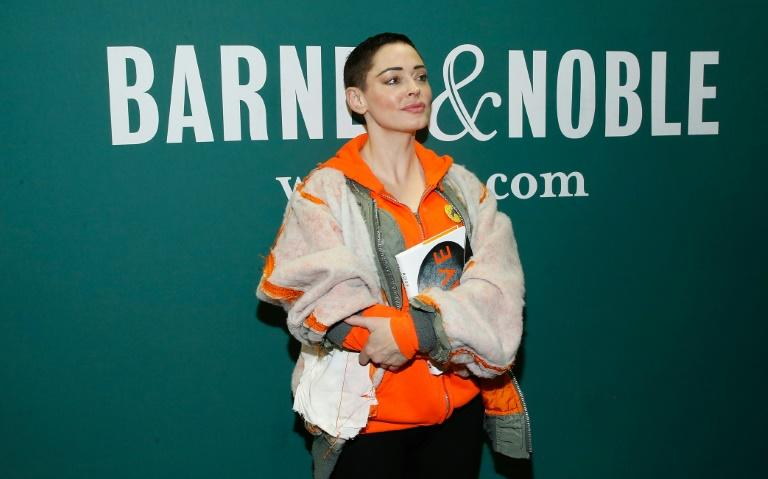 """Rose McGowan signs copies of her memoir """"Brave"""" at Barnes & Noble Union Square on January 31, 2018 in New York City (AFP Photo/John Lamparski)"""