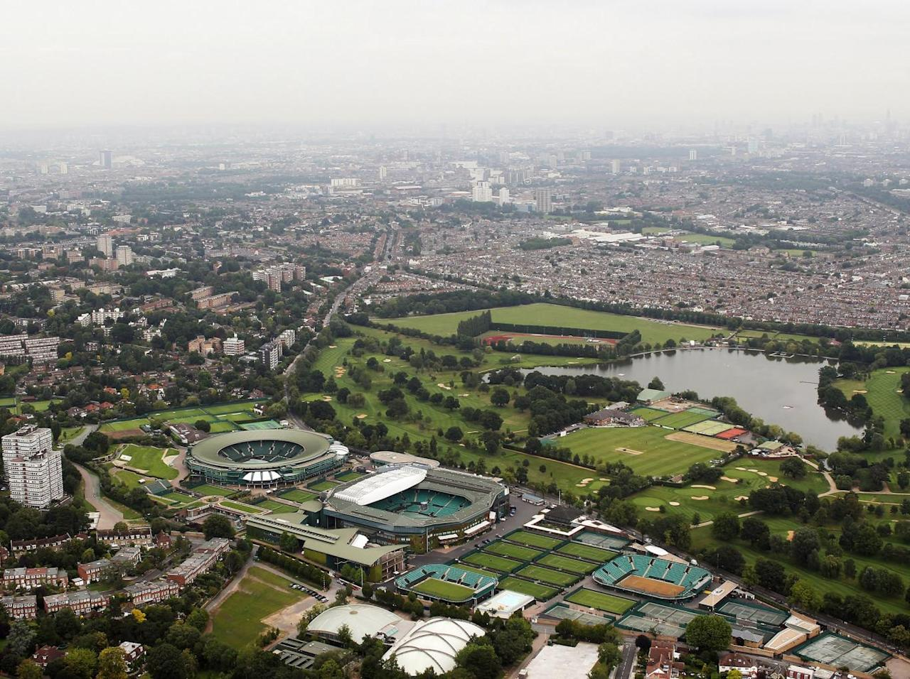 Wimbledon secures £175m loan for retractable roof over No 1 Court