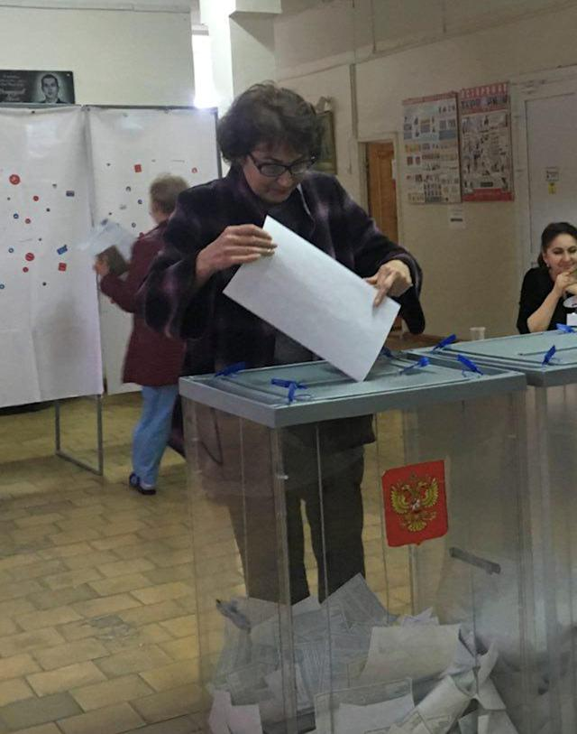 Voter Ludmila Sklyarevskaya, who denied voting multiple times, casts a ballot at a polling station number 216 during the presidential election in Ust-Djeguta, Russia March 18, 2018. Picture taken March 18, 2018. REUTERS/Polina Ivanova