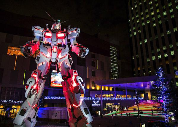 The lit-up Gundam Statue, a highlight not only for anime fans (as of August 2018, ⓒSOTSU・SUNRISE)