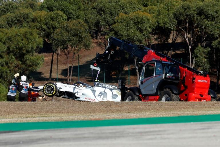 Track marshals remove Pierre Gasly's damaged AlphaTauri during the second practice session at Portimao